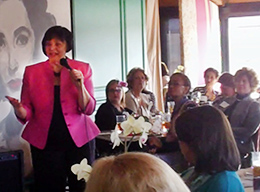 Kelly speaks at Great Dames event